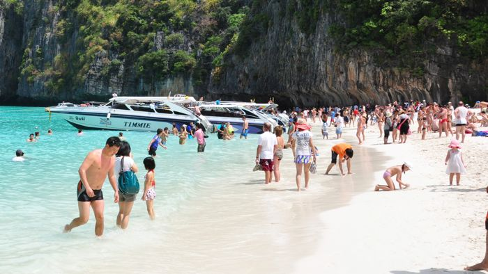 Koh Phi Phi Maya Bay full of people